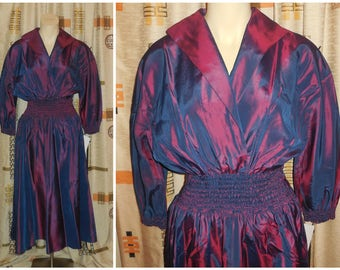 Vintage 1950s Dress Iridescent Purple Red Tafetta Dress Swishy Rustly Full Skirt Ruched Elastic Waist L XL