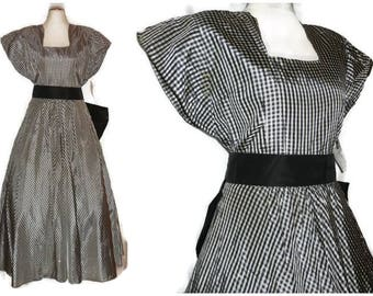 Vintage 1950s Dress Black White Gingham Check Full Skirt Taffeta Dress Huge Back Bow Matching Accessories Rockabilly Summer S chest to 36 in
