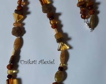 Brown glas necklace
