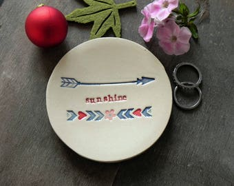 Sunshine Ceramic Ring Dish Positive Message Arrow and Flower Pottery Bridal Plate Thanksgiving Red Jewelry Dish Green Leaves Honour Plate