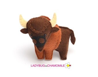 Felt BISON, stuffed felt Bison magnet or ornament, Bison toy, Forest animals, Nursery decor,Bison magnet,Cute Bison, Nursery decor,Buffalo