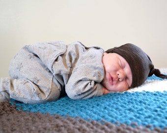 Brown baby hat. Deep brown color. Soft stretchy knit. Gender neutral photo prop. Size: Newborn/XS (Made by lippy brand)