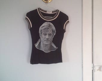 70s Robert Redford Print Fitted Tshirt Size Extra Small/Small Capsleeve Gray/White trim