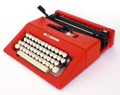 Red Olivetti College Manual Typewriter / 70s Mario Bellini Lettera 25