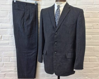 Vintage 1950s 60s 3 Button Grey Pinstripe 2pc Mad Men Suit. Size 39/40, 35x29 2228