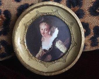 Country French Florentine Round Gold leaf young lady picture