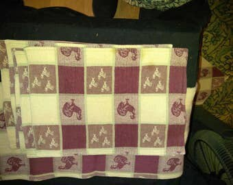 Vintage burgundy and beige placemats and matching table runner with checks and roosters
