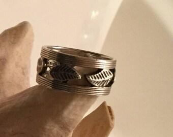 Sterling silver leaf motif ring 7.75