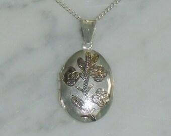 Vintage Sterling Silver Etched Flower Locket Necklace Pendant