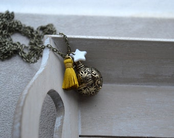 pregnancy Bola, yellow Pompom, star in mother-of-Pearl, gilded with ball
