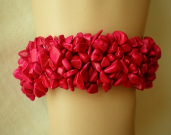 stretchy Bracelet /w red Coral chip Beads,