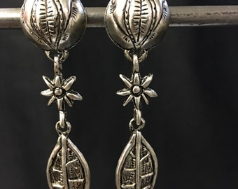 Vintage antique silver plated flower leaf clip on earrings