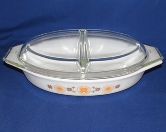 PYREX DIVIDED DISH 1.5 Quart with LId Town and Country Pattern