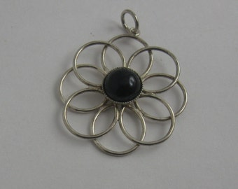 Beautiful, casual and elegant pendant in silver (800 Ag or 900 Ag) with onyx. VINTAGE jewelry