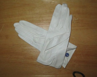 Woman's Vintage White Leather Unlined Lambskin Leather Gloves , Size 7