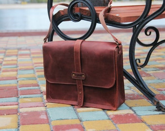 Cognac brown mens messenger bag leather / Horizontal  laptop bag / Computer bag / Leather messenger bag men / Free Personalization