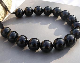 Black bubble hollow glass necklace