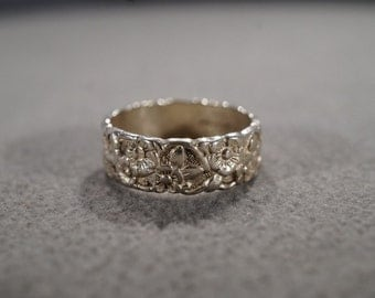 vintage sterling silver wide band ring with large floral designs, size 6  M1