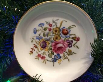 Vintage Avon 1981 Happy Holidays Fine Porcelain Collectible