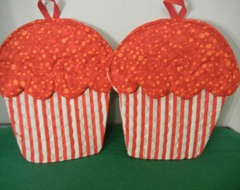 FREE SHIPPING! Set of 2 cupcake shaped pot holders, Decorative and Useful - your kitchen or a great gift!