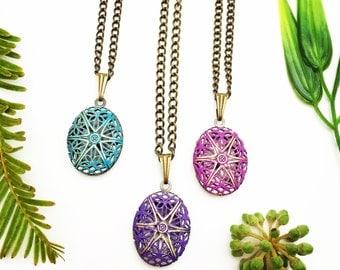 Antique Brass Locket,Floral Locket,Filigree Locket,Locket Necklace,Starburst Locket,Locket Necklace,Boho,Everyday Necklace,Star Locket
