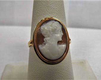 Vintage 14K Yellow Gold Carved Shell Cameo Ring W #701