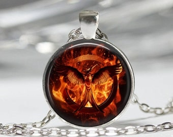 The Hunger Game Mockingjay Necklace Jewelry Resin Art Pendant in SILVER BEZEL with Link Chain Included AMZN12