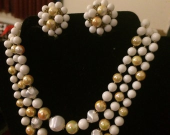 1960's Necklace  and clip on earrings
