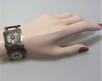 Antique Link Bracelet  Silver Tone