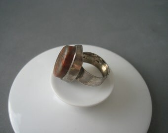 Beautiful large modernist sterling silver ring decorated with a multi color stone.