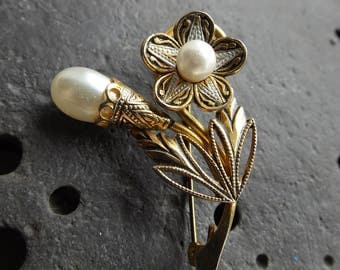 Vintage Flower and Pearl Brooch
