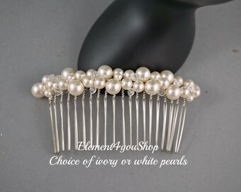 Pearl comb. Hair comb. Bridal hair accessories. White ivory pearls. Bridesmaid hair comb. Wedding hair do. Veil attachment. Bride hair piece