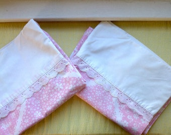 Pair of vintage pillowcases....pink and white....70s......eyelet lace trim