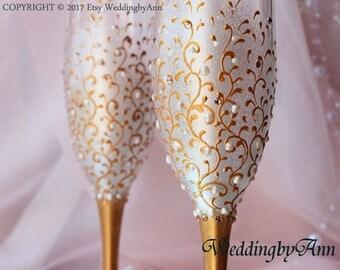 White and Gold Wedding Glasses, Wedding Toasting flutes, Toasting flutes, Gold Wedding, Gold Wedding, Bridal shower gift, Set of 2