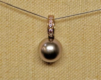 White gold pendant with Tahiti's grey pearl and lilac diamonds