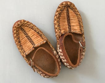 VINTAGE LEATHER SHOES / Brown leather shoes / Leather sandals / Baby shoes / Boy / Girl / Unisex shoes / Rustic / Mexico / Decor / Baby room