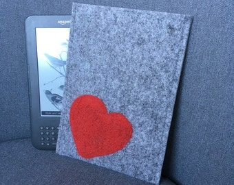 Felt Kindle cover. Handmade Kindle Paperwhite case. Kindle Voyage etui with red heart. Wool ereader case. gray Amazon Kindle Cover.