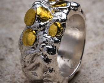 Silver band ring with gold bowls