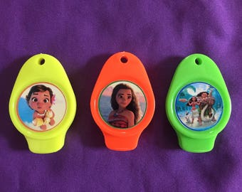 12 Moana Flat Whistles / with ball chains, noise makers, party favors