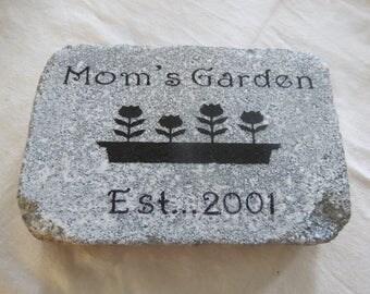 Personalized Garden Stone Mom's Garden / Flowers / 6 x 9 Concrete Stone Mother's Day / Birthday / Friend / Gift