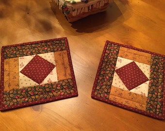 Quilted Potholders / Potholders / Hot Pads  / Country Decor / Kitchen Potholders / Item #1926