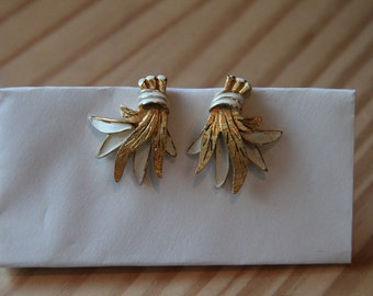 Vintage Kramer Gold Tone Clip On Ear Rings costume jewelry collectible