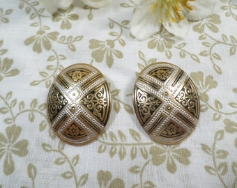 SPAIN! Beautiful Vintage Gold Tone Pair Of Damascene Oval Clip On Earrings Signed Spain  DL#2176