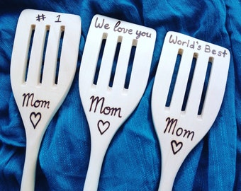 Personalized Mom Wooden Spoon - Christmas gift, love you mom, number 1 mom, worlds best mom, mom gift, mom kitchen, personalized, mom gift