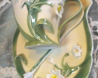 Garden Party Narcissus Floral Porcelain Tea Set by Two's Company 3 Piece Set in a Gift Box