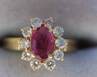 Spectacular 18 Carat Gold Ruby Diamonds Ring 5 Grams.