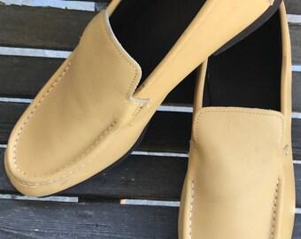 Vintage 1980's BASS Golden Tan Leather Loafers w. Original box~sz. 9D