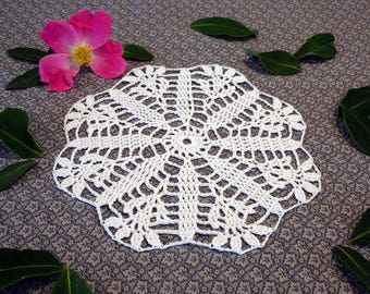 White Crochet Doily - White Floral Doily - Crochet Doily - White Crochet Decor - Daisy Doily - White Daisy Decor - Crochet Doily Decor