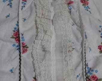 Vintage full apron with lace