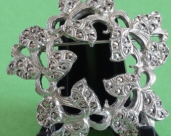 Vintage Daffodil Flower Brooch Pin Silver Tone Circlet of Flower Heads Marcasite Look with Cut Out Voids in each Flower Head Textured Back